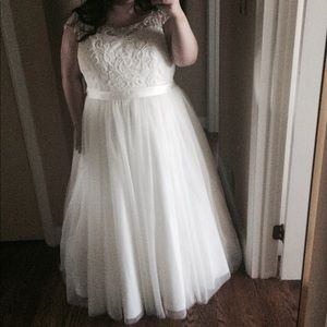 Dresses & Skirts - Used wedding dress